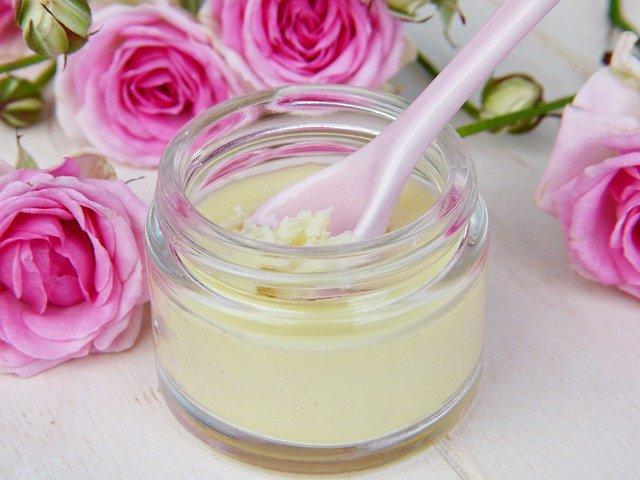 Bodylotion und Salbe aus Rosenblüten selber herstellen